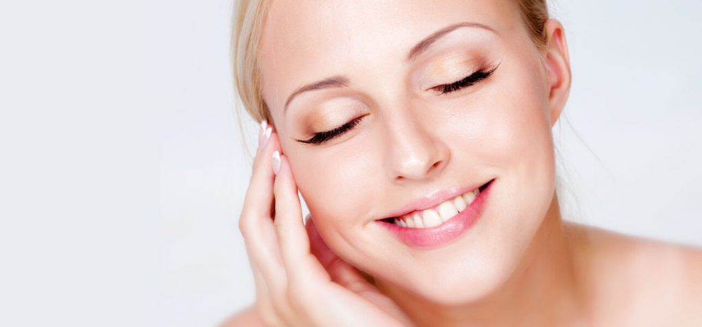8 Natural Ways to Maintain Beautiful, Youthful Skin