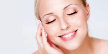 8 Natural Ways to Maintain Beautiful, Youthful Skin
